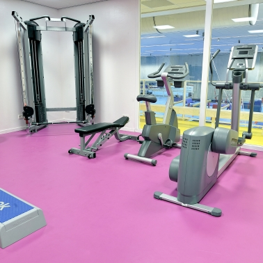 Sika ComfortFloor® pink floor in fitness room gym workout machines